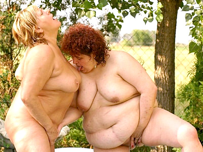 Rosza and Jessica were outside having a picnic These insatiable bbw pornstars ran out of food and decided to strip off their clothes to play with big fat tits and wet cunts Rosza examined Jessicas titties while Jessica ran her fingers between her legs